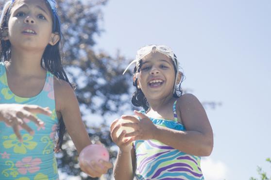 Ideas-para-fiestas-infantiles-el-juego-de-los-huevos-y-las-bombitas-de-agua