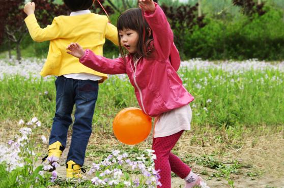juegos-de-fiestas-de-cumpleaños-El-conejo-a-pata-coja-o-Gradai-k)