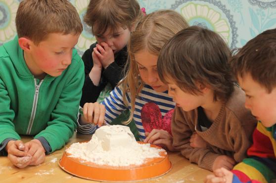 los-mejores-juegos-de-fiesta-del-mundo-la-torta-de-harina